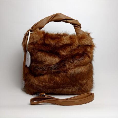 DIANA&CO  olasz egyedi nagy szőrös elegáns táska vállpánttal