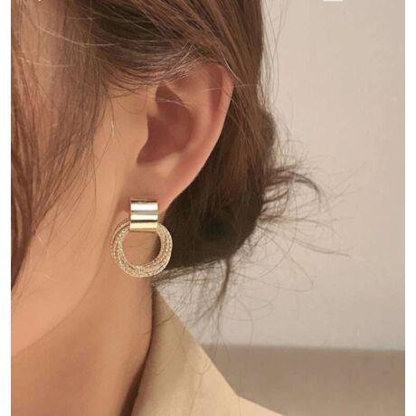 Aranyhatású elegáns kis karika fülbevaló