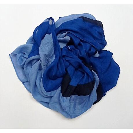 Kék színeiben pmpázó vékony nagy puha kendő